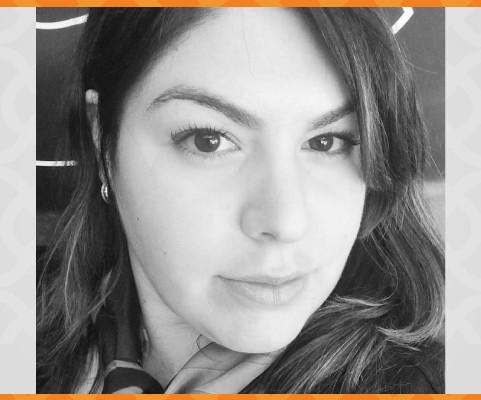 Debora Behar, sócia da Priory, recebe certificação em Marketing Digital